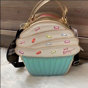 Betsy Johnson cupcake insulated tote